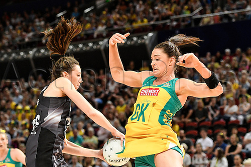 09.10.2016. Qudos Bank Arena, Sydney, Australia. Constellation Cup Netball. Australia Diamonds versus New Zealand Silver Ferns. Australias Sharni Layton puts pressure on New Zealands Bailey Mes. The Diamonds won the game 68-56.