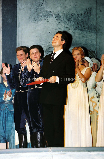 RICARDO MUTI BECAME HONORARY MEMBER OF THE VIENNA STATE OPERA HOUSE/ WIENER STAATSOPER, 17.06.2002, COSI FAN TUTTE, WIENER FESTWOCHEN, © PHOTO PRESS SERVICE Vienna