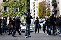 Milano: giornalisti e polizia davanti il tribunale di Milano durante l'udienza per il processo Mills