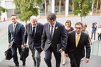 Der ehemalige Katalanische Ministerpraesident Carles Puigdemont kuendigte am Mittwoch den 25. Juli 2018 in Berlin an, dass er am 28. Juli Deutschland verlassen und nach Belgien reisen werde. Nachdem Spanien auf seine Auslieferung aus Deutschland verzichtet und einen internationalen Haftbefehl zurueckgenommen hat, kann er sich in Europa frei bewegen.<br /> Zum Termin der Ankuendigung seiner Ruckreise nach Belgien hatte Puigdemont vier Anwaelte mitgebracht, die ihn juristisch beraten.<br /> Im Bild vlnr.: RA Soeren Schomburg; RA Wolfgang Schomburg; Carles Puigdemont; RA Jaume-Alonso Cuevillas.<br /> 25.7.2018, Berlin<br /> Copyright: Christian-Ditsch.de<br /> [Inhaltsveraendernde Manipulation des Fotos nur nach ausdruecklicher Genehmigung des Fotografen. Vereinbarungen ueber Abtretung von Persoenlichkeitsrechten/Model Release der abgebildeten Person/Personen liegen nicht vor. NO MODEL RELEASE! Nur fuer Redaktionelle Zwecke. Don't publish without copyright Christian-Ditsch.de, Veroeffentlichung nur mit Fotografennennung, sowie gegen Honorar, MwSt. und Beleg. Konto: I N G - D i B a, IBAN DE58500105175400192269, BIC INGDDEFFXXX, Kontakt: post@christian-ditsch.de<br /> Bei der Bearbeitung der Dateiinformationen darf die Urheberkennzeichnung in den EXIF- und  IPTC-Daten nicht entfernt werden, diese sind in digitalen Medien nach &sect;95c UrhG rechtlich geschuetzt. Der Urhebervermerk wird gemaess &sect;13 UrhG verlangt.]