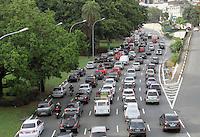 SAO PAULO, SP, 03 DEZEMBRO 2012 - TRANSITO EM SAO PAULO MANHA -  Transito na av 23 de maio nessa manha no sentido zona sul na regiao da Liberdade zona central da capital paulista nessa segunda, 03. (FOTO: LEVY RIBEIRO / BRAZIL PHOTO PRESS)