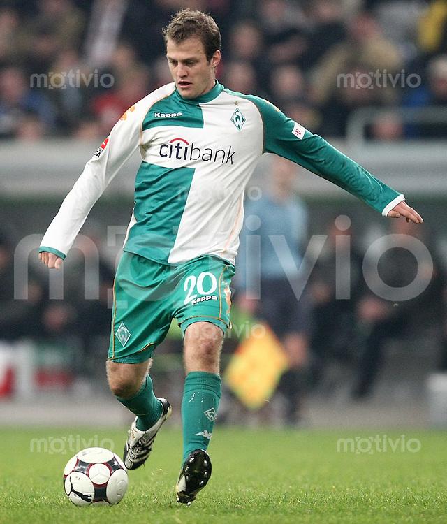 FUSSBALL     1. BUNDESLIGA     SAISON 2007/2008 Daniel JENSEN (SV Werder Bremen), Einzelaktion am Ball