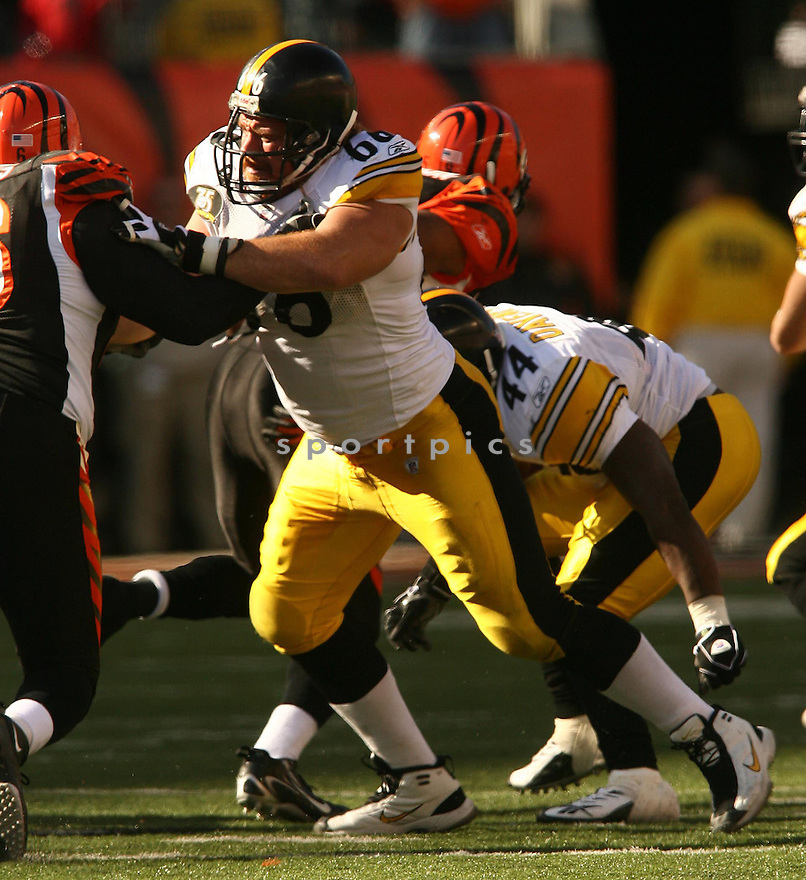 ALAN FANECA, of the Pittsburgh Steelers, in action during the Steelers games against the Cincinnati Bengals, in Cincinnati, Ohio on October 28, 2007.  ..The Steeler won the game 24-13...COPYRIGHT / SPORTPICS..........