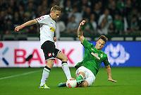 FUSSBALL   1. BUNDESLIGA    SAISON 2012/2013    8. Spieltag   SV Werder Bremen - Borussia Moenchengladbach  20.10.2012 Filip Daems (li, Borussia Moenchengladbach) gegen Marko Arnautovic (re, SV Werder Bremen)