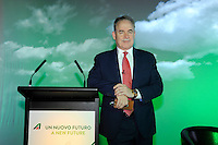 Milano, Aeroporto di Malpensa, presentazione del nuovo brand e nuova livrea degli aerei Alitalia. James Hogan, Vice Presidente di Alitalia e Presidente e Amministratore Delegato di Etihad Airways. 5 Giugno 2015.<br /> Milan, Malpensa Airport, Alitalia introduces its new brand, new livery and new products of the company. James Hogan, Vice Chairman of Alitalia and President and Chief Executive Officer of Etihad Airways. June 5, 2015.