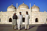 Believers at the Derawar-Mosque after mornig praying in the desert of Cholistan.<br /> 17.2.2001, Derawar/Punjab<br /> Copyright: Christian-Ditsch.de<br /> [Inhaltsveraendernde Manipulation des Fotos nur nach ausdruecklicher Genehmigung des Fotografen. Vereinbarungen ueber Abtretung von Persoenlichkeitsrechten/Model Release der abgebildeten Person/Personen liegen nicht vor. NO MODEL RELEASE! Nur fuer Redaktionelle Zwecke. Don't publish without copyright Christian-Ditsch.de, Veroeffentlichung nur mit Fotografennennung, sowie gegen Honorar, MwSt. und Beleg. Konto: I N G - D i B a, IBAN DE58500105175400192269, BIC INGDDEFFXXX, Kontakt: post@christian-ditsch.de<br /> Bei der Bearbeitung der Dateiinformationen darf die Urheberkennzeichnung in den EXIF- und  IPTC-Daten nicht entfernt werden, diese sind in digitalen Medien nach §95c UrhG rechtlich geschuetzt. Der Urhebervermerk wird gemaess §13 UrhG verlangt.]