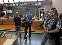 Processo ai boss del clan cammoristico dei Casalesi per le minacce allo scrittore di gomorra , Saviano<br /> nella foto Roberto Saviano sul banco dei testimoni guardato a vista dalla scorta