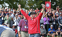 """Heckler David Johnson of North Dakota """"putts"""" his money where his mouth is on the 8th green during Thursday's Practice Round ahead of The 2016 Ryder Cup, at Hazeltine National Golf Club, Minnesota, USA.  29/09/2016. Picture: David Lloyd 
