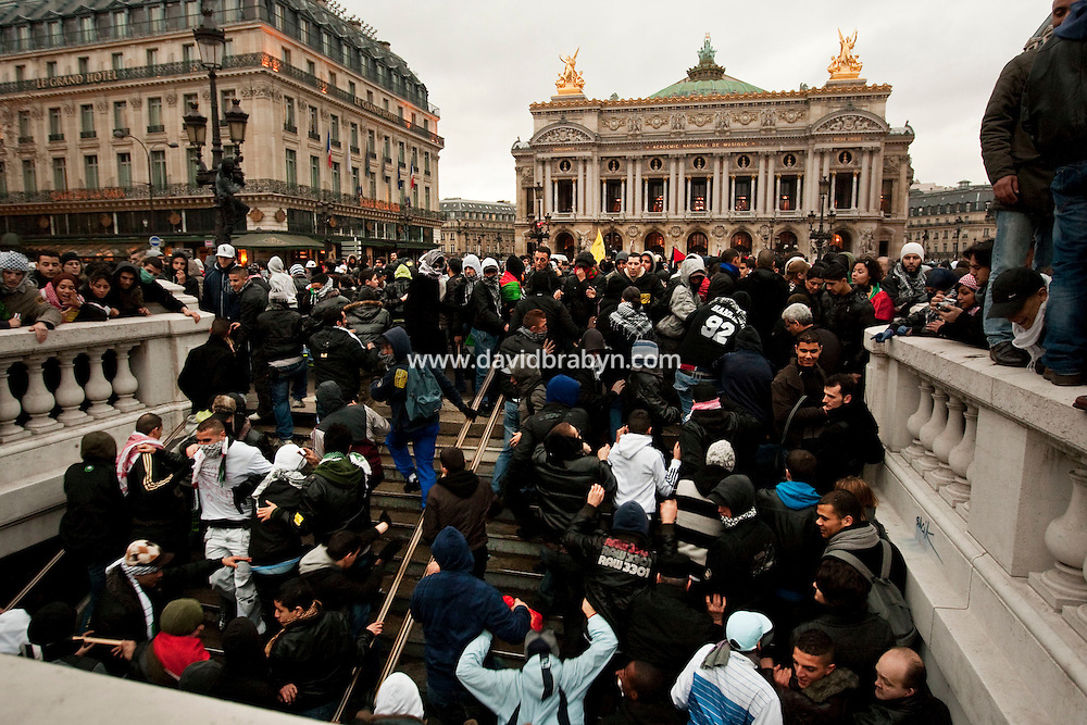 Youth are chased out off a subway station by police (not pictured) during a protest by several thousand people against Israel's military offensive in the Palestinian Gaza Strip in front of the Palais Garnier opera house in Paris, France, 17 October 2009.