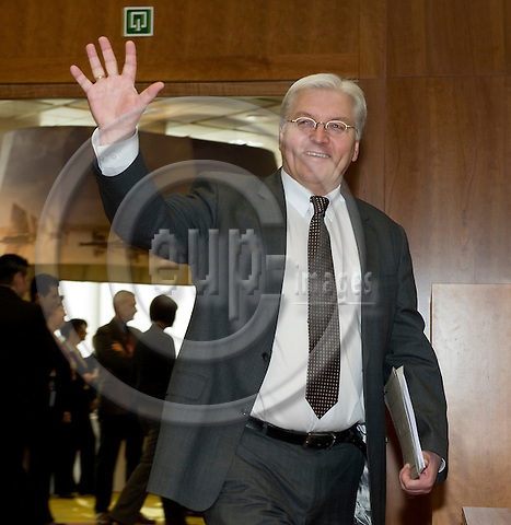 Brussels-Belgium - 20 March 2009 -- European Council, EU-spring-summit under Czech Presidency; here, Frank-Walter STEINMEIER, Minister for Foreign Affairs of Germany, waving while he enters the meeting room -- Photo: Horst Wagner / eup-images