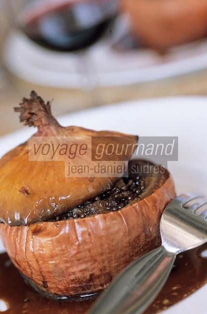 """Europe/France/Languedoc-Roussillon/34/Hérault/Marseillan: Oignons farcis aux pieds de cochon et pignons de pin - Recette du restaurant """"Chez Philippe"""""""