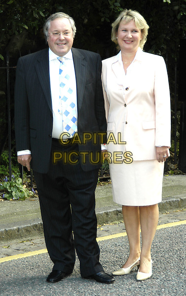 RICHARD WHITELY.David Frost's Summer Party.London 6 July 2004.Ref: PL.full length.www.capitalpictures.com.sales@capitalpictures.com.©Capital Pictures