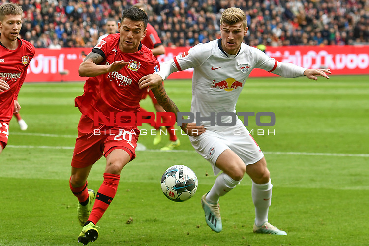 05.10.2019, BayArena, Leverkusen, GER, DFL, 1. BL, Bayer 04 Leverkusen vs RB Leipzig, DFL regulations prohibit any use of photographs as image sequences and/or quasi-video<br /> <br /> im Bild v. li. im Zweikampf Charles Aranguiz (#20, Bayer 04 Leverkusen) Timo Werner (#11, RB Leipzig) <br /> <br /> Foto © nordphoto/Mauelshagen
