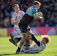 Gloucester's Billy Twelvetrees tries to tackle Harlequins' Alex Dombrandt<br /> <br /> Photographer Bob Bradford/CameraSport<br /> <br /> Gallagher Premiership - Harlequins v Gloucester Rugby - Sunday 10th March 2019 - Twickenham Stoop - London<br /> <br /> World Copyright &copy; 2019 CameraSport. All rights reserved. 43 Linden Ave. Countesthorpe. Leicester. England. LE8 5PG - Tel: +44 (0) 116 277 4147 - admin@camerasport.com - www.camerasport.com