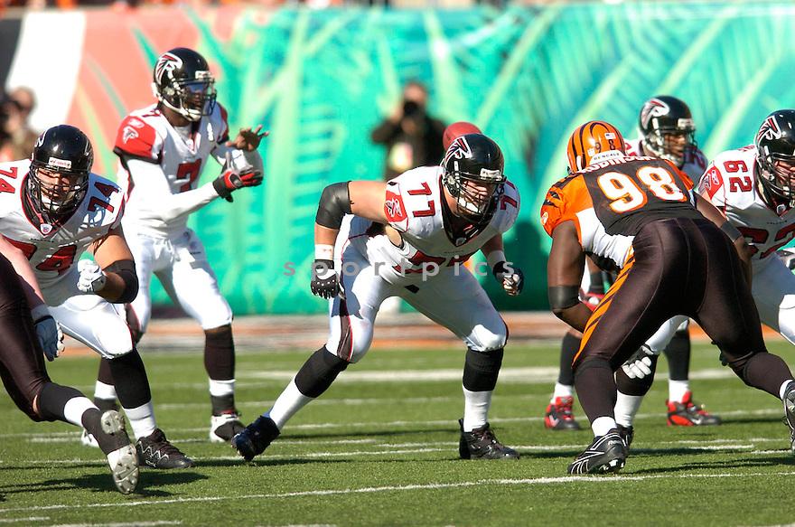 TYSON CLABO, of the Atlanta Falcons in action against the Cincinnati Bengals on October 29, 2006 in Cincinnati, OH...Falcons win 29-27..Chris Bernacchi/ SportPics