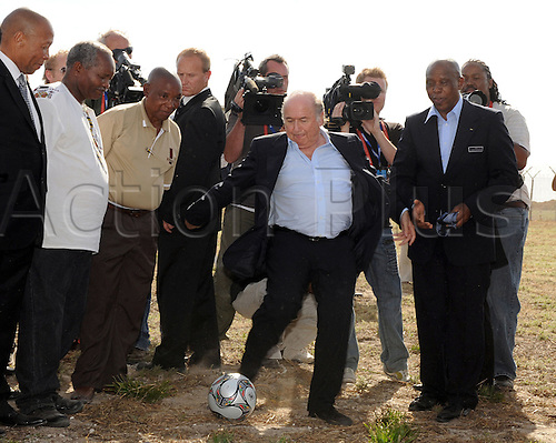 FIFA President Joseph Blatter (C), FIFA Executive Committee Tokyo Sexwale, and former prisoners of Robben Island pictured during a meeting of FIFA Executive Committee off Cape Town, South Africa, 03 December 2009. Photo by Bernd Weissbrod/Actionplus. UK Licenses Only