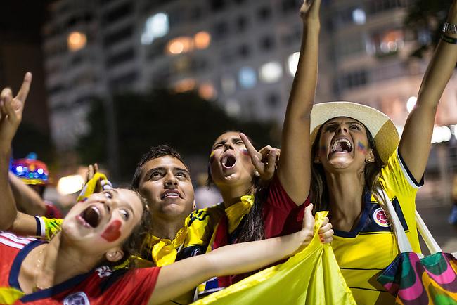 Hinchas de la seleccion Colombia festejan en Rio de Janeiro la victoria 2-0 sobre Uruguay y la clasificaion a cuartos de finalenIo de Janeiro 28 Junio 2014               <br />           Lorenzo Moscia/Archivolatino<br /> <br /> <br /> <br /> <br /> lCOPYRIGHT: Archivolatino<br /> Solo para uso editorial, prohibida su venta y su uso comercial.eccion Colombia en Brasilia