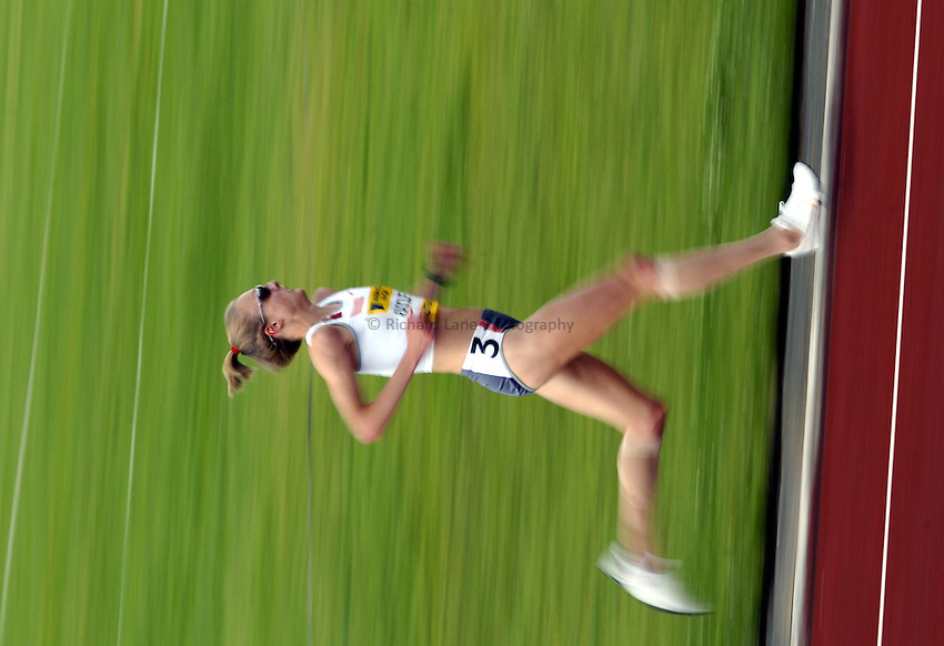Photo. Richard Lane..Norwich Union British Grand Prix at Gateshead International. 27/06/2004..Paula Radcliffe on her way to winning the womens 10,000m.