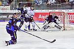 Nuernbergs Weiss vor Ingolstadts PIelmeier beim Spiel in der DEL, ERC Ingolstadt (blau) - Nuernberg Ice Tigers (weiss).<br /> <br /> Foto &copy; PIX-Sportfotos *** Foto ist honorarpflichtig! *** Auf Anfrage in hoeherer Qualitaet/Aufloesung. Belegexemplar erbeten. Veroeffentlichung ausschliesslich fuer journalistisch-publizistische Zwecke. For editorial use only.