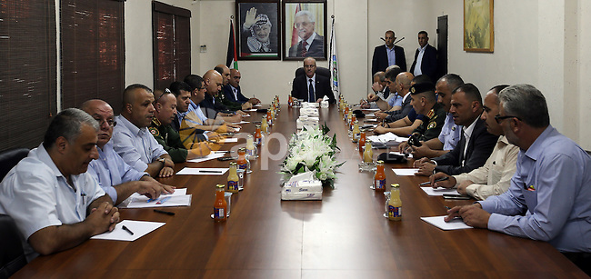 Palestinian Prime Minister, Rami Hamdallah, meets with Security establishment leaders, in the West Bank city of Nablus, on August 27, 2016. Photo by Prime Minister Office