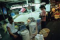 PHILIPPINES, Negros, rice market / PHILIPPINEN, Negros, Markt, Verkauf von Reis