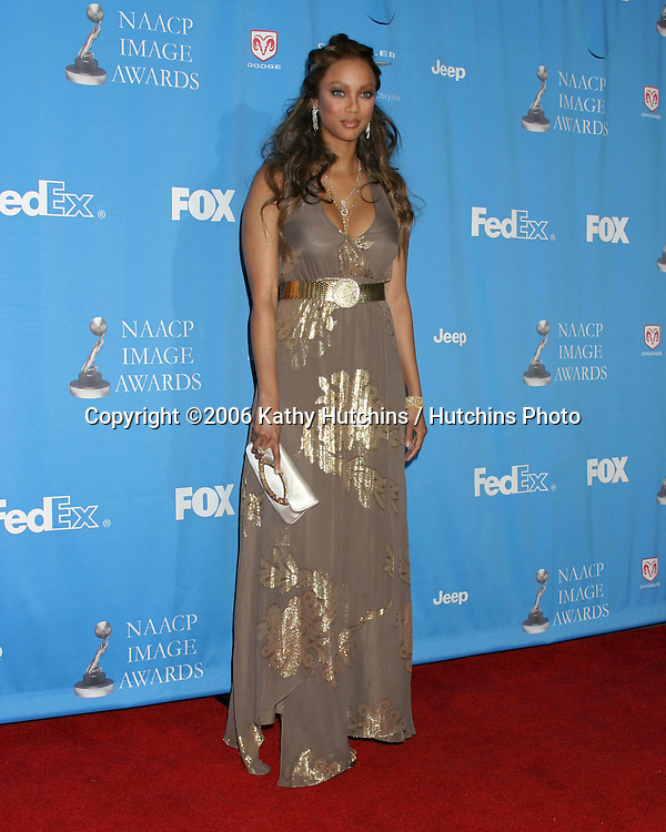 Tyra Banks.37th NAACP Image Awards.Shrine Auditorium.Los Angeles, CA.February 25, 2006.©2006 Kathy Hutchins / Hutchins Photo....                 V