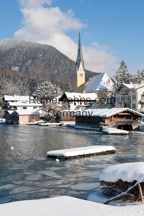 Germany, Bavaria, Upper Bavaria, Tegernseer Valley, Winter at Lake Tegern, view at Rottach-Egern