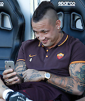 Calcio, Serie A: Frosinone vs Roma. Frosinone, stadio Comunale, 12 settembre 2015.<br /> Roma&rsquo;s Radja Nainggolan sits on the bench prior to the start of the Italian Serie A football match between Frosinone and Roma at Frosinone Comunale stadium, 12 September 2015.<br /> UPDATE IMAGES PRESS/Isabella Bonotto