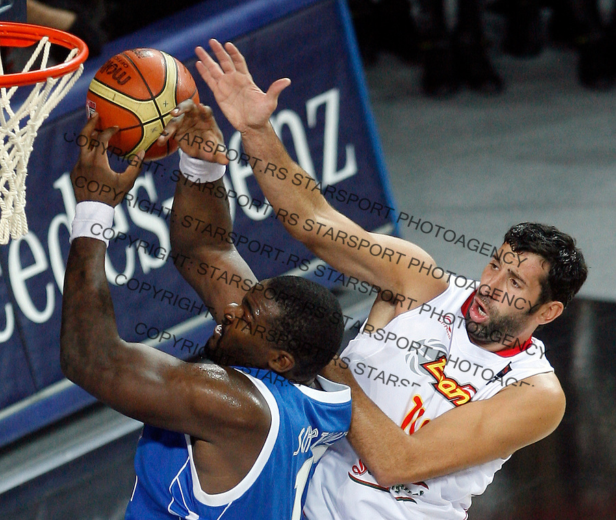 Sofoklis SCHORTSANITIS (Greece)  shoots over Alex MUMBRU (Spain) during the eight-finals World championship basketball match against Spain in Istanbul, Spain-Greek, Turkey on Saturday, Sep. 04, 2010.(Novak Djurovic/Starsportphoto.com).