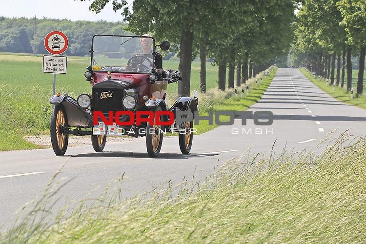 Harz- Heide -Fahrt fuer Odtimer am 06. 06 .2010 -hier bei Hildesheim. Im Foto: Ford T Bj. 1914. <br /> <br /> <br /> Foto: &copy; nph / Rust<br />  *** Local Caption *** Fotos sind ohne vorherigen schriftliche Zustimmung ausschliesslich f&uuml;r redaktionelle Publikationszwecke zu verwenden.<br /> <br /> Auf Anfrage in hoeherer Qualitaet/Aufloesung