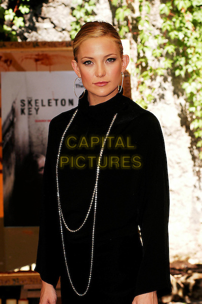 "KATE HUDSON.Photocall for ""Skeleton Key"",.Rome, Italy, July 19th 2005..half length black long sleeved top dress hoop earrings necklace .Ref: CAV.www.capitalpictures.com.sales@capitalpictures.com.©Luca Cavallari/Capital Pictures."