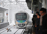 February 29, 2012, Kotesashi, Japan - A commuter train arrives in the snow at Kotesashi, Tokyos western suburb, on Wednesday, February 29, 2012. A freak early spring storm triggered by low pressure in the Pacific Ocean south of Japan brought fresh snow over wide swaths in the Kanto Area from the wee hour of Wednesday, disrupting land-sea-air transportation services. (Photo by Natsuki Sakai/AFLO) AYF -mis-