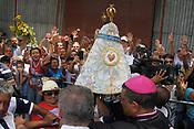 Centenas de embarca&ccedil;&otilde;es navegam pela baia de Guajar&aacute;, foz do rio Amazonas, durante a romaria fluvial em homenagem a  Nossa Senhora de Nazar&eacute;. Os mais diversos tipos de barcos, desde pequenas canoas , navios de passageiros e balsas, seguem a imagem da santa as vesperas da maior prociss&atilde;o cat&oacute;lica do Brasil, que acontece na manh&atilde; deste domingo 08/10/2017 na capital do estado do Par&aacute;.  <br /> <br /> Hundreds of boats sail by the Guajar&aacute; Bay, the mouth of the Amazon River, during the River Festival in honor of our Lady of Nazareth. Different types of boats, from small canoes, passenger ships and ferries, follow the image of the Saint the eve of Brazil's largest Catholic procession, which takes place on Sunday morning 08/10/2017 in the capital of the State of Par&aacute;.   <br /> <br /> Bel&eacute;m, Par&aacute;, Brasil <br /> 07/10/2017