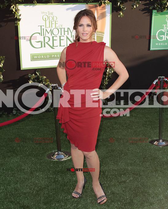 Jennifer Garner arrives at the Los Angeles premiere of 'The Odd Life Of Timothy Green' at the El Capitan Theatre on August 6, 2012 in Hollywood, California. MPI28 / Medapunchinc /NortePhoto.com<br /> <br /> **SOLO*VENTA*EN*MEXICO**<br /> **CREDITO*OBLIGATORIO** <br /> *No*Venta*A*Terceros*<br /> *No*Sale*So*third*<br /> *** No Se Permite Hacer Archivo**<br /> *No*Sale*So*third*