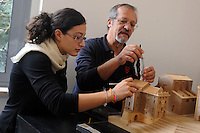 "Istituto Statale d'Arte e Liceo Artistico Roma 2.Esercitazione didattica della sezione di architettura.Professori e studenti mentre lavorano al plastico in legno del  ""Navale del porto di Ripetta"".State Institute of Art and Art School Roma.Practice teaching in the architecture section.Professors and students while working on the plastic timber of the ""Ship of the Port of Ripetta""."