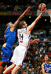 Real Madrid's Novica Velickovic (r) and Asefa Estudiantes' Tyrone Ellis during ACB match.September 30,2010. (ALTERPHOTOS/Acero)