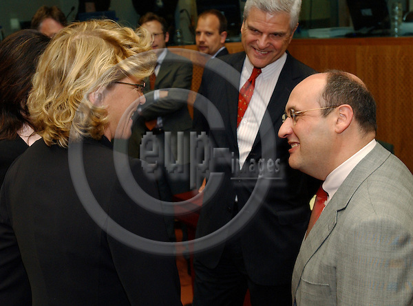Brussels-Belgium - July 19, 2004---Karin MIKLAUTSCH (le), Austrian Federal Minister for Justice, with  Antonio VITORINO (ri), EU-Commissioner for Justice and Home Affairs, at the beginning of the Council meeting 'Justice and Home Affairs' in the 'Justus Lipsius', seat of the Council of the European Union in Brussels; in the center: Permanent Representative of Austria to the EU, Ambassador Gregor WOSCHNAGG---Photo: Horst Wagner/eup-images