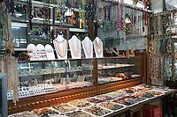 Myanmar, (Burma), Yangon Region, Rangoon: Gems and Jewellery Market in Bogyoke Aung San Market | Myanmar (Birma), Yangon-Division, Rangun: Edelstein- und Schmuckmarkt im Bogyoke Aung San Market