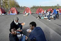 Roma, 18 Novembre 2016<br /> Migranti in transito a Roma, volontarie e volontari di MEDU, Medici per i Diritti Umani e di Baobab experience allestiscono un presidio umanitario e sanitario in un parcheggio abbandonato nelle vicinanze della Stazione Tiburtina.