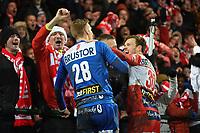 KV KORTRIJK - STANDARD LUIK :<br /> Thomas Kaminski (L) en Kristof D'Haene (R) feesten met de supporters<br /> <br /> Foto VDB / Bart Vandenbroucke