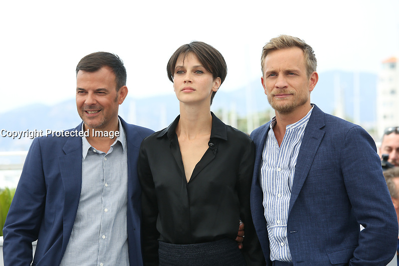 DIRECTOR FRANCOIS OZON, MARINE VACTH AND JEREMIE RENIER - PHOTOCALL OF THE FILM 'L'AMANT DOUBLE' AT THE 70TH FESTIVAL OF CANNES 2017