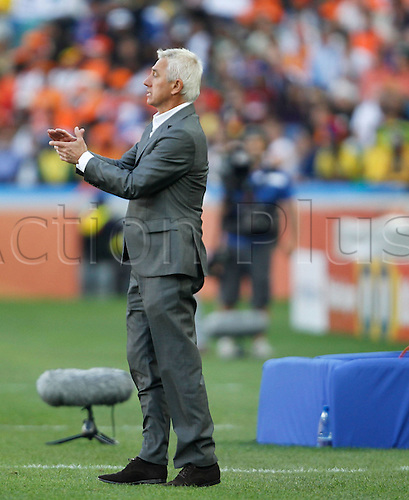 19 06 2010  Netherlands Head Coach Bert van Marwijk encourages His Players during The 2010 World Cup Group E Soccer Match Against Japan AT Moses Mabhida Stage in Durban South Africa ON June 19 2010 Netherlands Won The Match 1 0