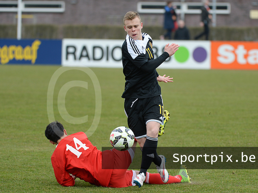 20150314 - SCHIJNDEL , NETHERLANDS  : duel pictured between Belgian Lennerd Daneels (right) and Georgian Tornike Tchuradze (left) during the soccer match between Under 17 teams of  Belgium and Georgia  , on the second matchday in group 3 of the UEFA Elite Round Under 17 at Sportpark Zuideinderpark , Schijndel , The Netherlands . saturday  14 th March 2015 . PHOTO DAVID CATRY