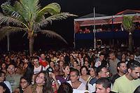 RIO DE JANEIRO, RJ, 05 DE MAIO DE 2012 - VIRADAO CARIOCA - Publico assiste apresentacao da banda Rio Samba N Roll, durante o Viradao Carioca na Praia do Arpoador no Rio de Janeiro, na noite desta sabado, 05. (FOTO: MARCELO FONSECA / BRAZIL PHOTO PRESS).