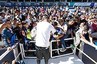 Quer&eacute;taro,Qro. 5 de Enero, 2016.:  Ante una gran asistencia de aficionados del equipo de futb&oacute;l Gallos Blancos de Quer&eacute;taro, quienes se dieron cita en el Estadio Corregidora a cambio de un juguete para beneficiar a ni&ntilde;os necesitados se llev&oacute; a cabo un entrenamiento a puertas abiertas y firma de aut&oacute;grafos con motivo del D&iacute;a de Reyes<br /> <br /> Foto: David Steck