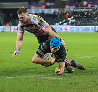 Ospreys' Justin Tipuric scores his side's fourth try.<br /> <br /> Photographer Dan Minto/CameraSport<br /> <br /> Guinness Pro14 Round 13 - Ospreys v Cardiff Blues - Saturday 6th January 2018 - Liberty Stadium - Swansea<br /> <br /> World Copyright &copy; 2018 CameraSport. All rights reserved. 43 Linden Ave. Countesthorpe. Leicester. England. LE8 5PG - Tel: +44 (0) 116 277 4147 - admin@camerasport.com - www.camerasport.com