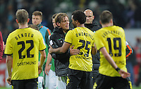 FUSSBALL   1. BUNDESLIGA   SAISON 2011/2012    9. SPIELTAG  14.10.2011 SV Werder Bremen - Borussia Dortmund                  Clemens Fritz (Mitte, SV Werder Bremen)  umarmt Patrick Owomoyela (Nr. 25, Borussia Dortmund)