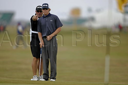 17 July 2004: American golfer Hunter Mahon (USA) lines up his putt on the 4th green during the third round of The Open Championship played at Royal Troon, Scotland. Photo: Glyn Kirk/Action Plus...golf golfer putter putting putts 040717.British