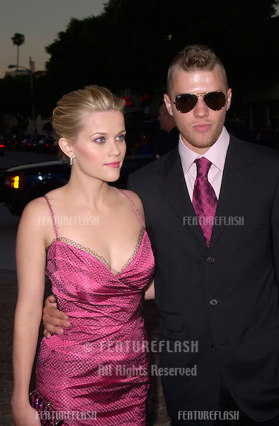 Actress REESE WITHERSPOON & actor husband RYAN PHILLIPPE at the world premiere, in Los Angeles, of her new movie Legally Blonde..26JUN2001. © Paul Smith/Featureflash