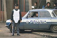 - Milan, Police checkpoint at east perifery  (April1979)<br /> <br /> - Milano, posto di blocco della Polizia alla periferia est (aprile 1979)
